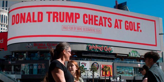 Bloombergs budskap syns nu över Las Vegas. MARK RALSTON / TT NYHETSBYRÅN
