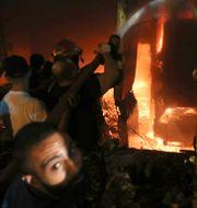 Släckningsarbete efter explosionen. Bilal Hussein / TT NYHETSBYRÅN