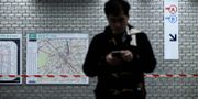 Pendlare i Paris metro. PHILIPPE LOPEZ / AFP
