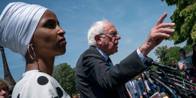Arkivbild: Bernie Sanders pratar om sin plan för studieskulderna. J. Scott Applewhite / TT NYHETSBYRÅN