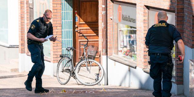Polisens kriminaltekniker arbetar på Nedre Långvinkelgatan i centrala Helsingborg Johan Nilsson/TT / TT NYHETSBYRÅN