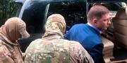 Sergej Furgal greps av män i kamouflagekläder. AP/TT