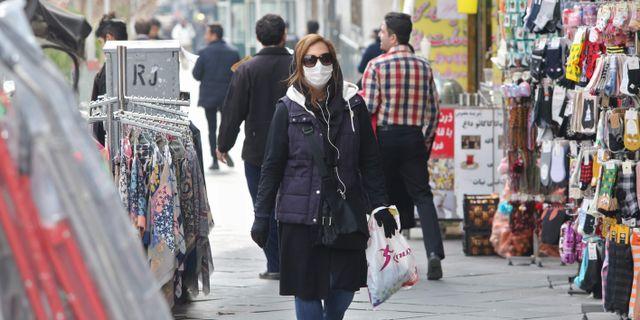 Kvinna på en gata i Teheran. ATTA KENARE / TT NYHETSBYRÅN