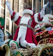 Jultomten besöker Manhattan. Arkivbild. John Minchillo / TT NYHETSBYRÅN
