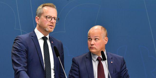 Inrikesminister Mikael Damberg och justitieminister Morgan Johansson.  Jonas Ekströmer/TT / TT NYHETSBYRÅN