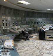 Ett av Tjernobyls kontrollrum, det i reaktor 3, har varit öppet i många år – 3 000 personer arbetar kvar. Nu öppnar även kontrollrummet i reaktor 4, men det är helt förstört. IAEA Imagebank