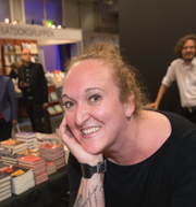 Malmö stadbibliotek respektive Alexandra Neström. TT