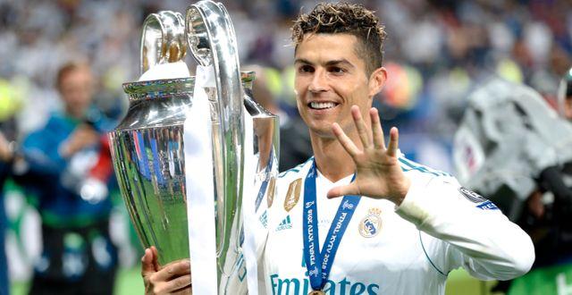Ronaldo med Champions League-bucklan i maj. Pavel Golovkin / TT / NTB Scanpix