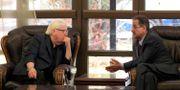 FN-sändebudet Martin Griffiths och Faisal Amin Abu-Rass från huthirebellerna.  MOHAMMED HUWAIS / AFP