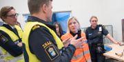 Finansminister Magdalena Andersson på besök hos Tullverket. Arkivbild. Fredrik Sandberg/TT / TT NYHETSBYRÅN