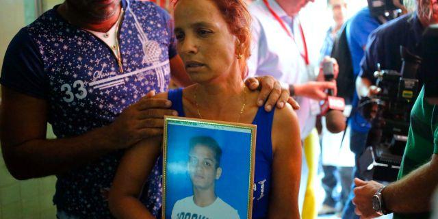 Maidi Charchabal sörjer sin son som dog i flygkraschen i Havanna. Desmond Boylan / TT / NTB Scanpix