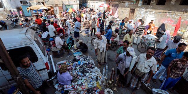 Marknadsplats i Hodeida på lördagen. ABDULJABBAR ZEYAD / TT NYHETSBYRÅN