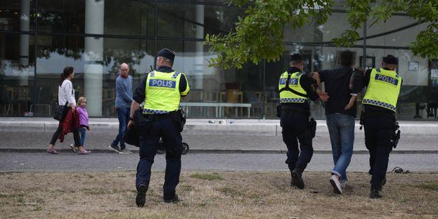 Polisen vantade fyra timmar nu ska insatsen granskas