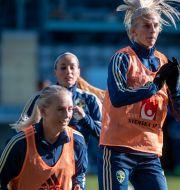 Kosovare Asllani, Stina Blackstenius och Sofia Jakobsson under söndagens träning med damfotbollslandslaget på Gamla Ullevi Björn Larsson Rosvall/TT / TT NYHETSBYRÅN