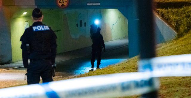 Polisen har spärrat av runt gångtunneln. Johan Nilsson/TT / TT NYHETSBYRÅN