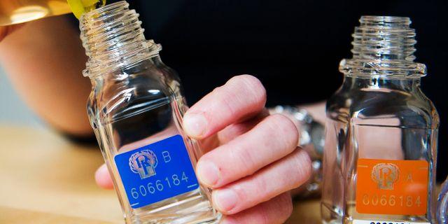Utrustning för ett urinprov under en dopingkontroll.  JOHANNA LUNDBERG / BILDBYRÅN