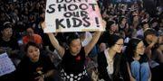 Hundratals mödrar demonstrerade på fredagen mot lagförslaget och polisens våld mot demonstranterna. Vincent Yu / TT NYHETSBYRÅN