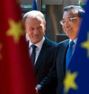 Donald Tusk och Li Keqiang. POOL New / TT NYHETSBYRÅN