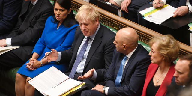 Boris Johnson tillsammans med inrikesministern Priti Patel och finansministern Sajid Javid. HANDOUT / TT NYHETSBYRÅN