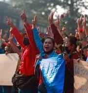 Demonstranter i Rangoon i Myanmar. TT NYHETSBYRÅN