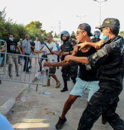 Våldsamt på gatorna i Tunis. Hedi Azouz / TT NYHETSBYRÅN