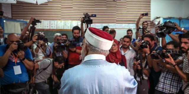 Presidentkandidaten Abdelfattah Mourou när han la sin röst idag. Mosa'ab Elshamy / TT NYHETSBYRÅN
