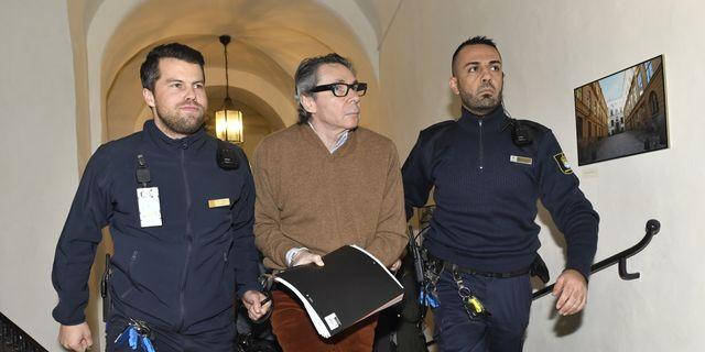 Jean-Claude Arnault dömdes idag till två och ett halvt års fängelse för två våldtäkter. Jonas Ekströmer / TT / TT NYHETSBYRÅN