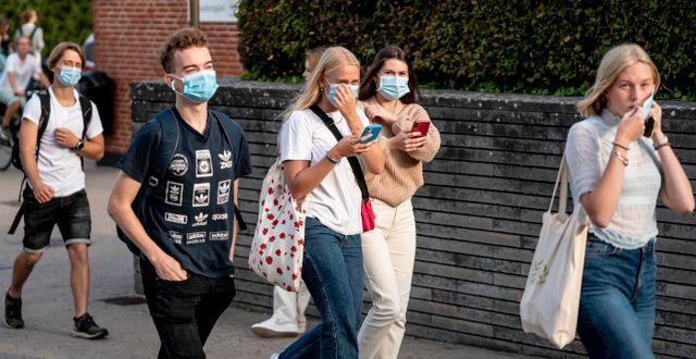 Danska elever i munskydd. Mads Claus Rasmussen / TT NYHETSBYRÅN