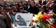 Människor sörjer en av demonstranterna som dog i protesterna i fed Juan Karita / TT NYHETSBYRÅN