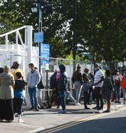 Londonbor köar för att få göra covid-19-test på fredagen.  Kirsty O'Connor / TT NYHETSBYRÅN