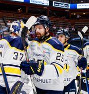 HV71-spelarna jublar.  PETER HOLGERSSON / BILDBYRÅN