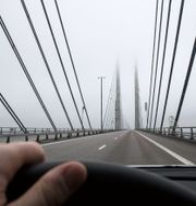 Arkivbild. Öresundsbrons pyloner i novemberdis. Johan Nilsson/TT / TT NYHETSBYRÅN