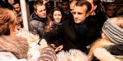 Macron på julmarknaden i Strasbourg. JEAN-FRANCOIS BADIAS / AFP