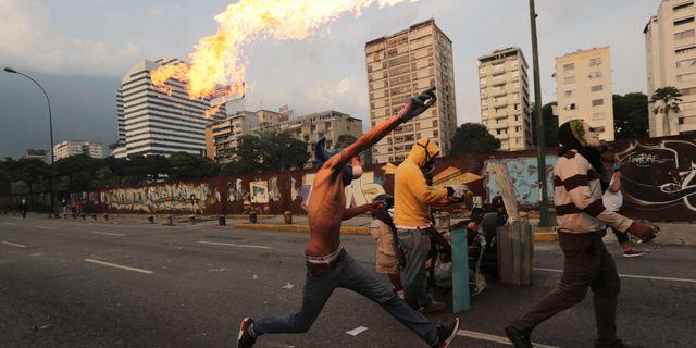 Venezuela vrider fram klockan