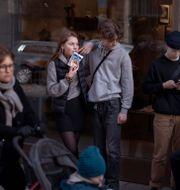 Folk på gatan i Stockholm i början av april. Andres Kudacki / TT NYHETSBYRÅN