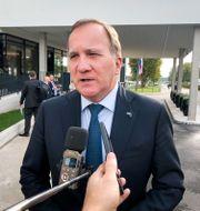 Stefan Löfven på väg in till EU-toppmötet i Slovenien på tisdagen. Wiktor Nummelin/TT / TT NYHETSBYRÅN