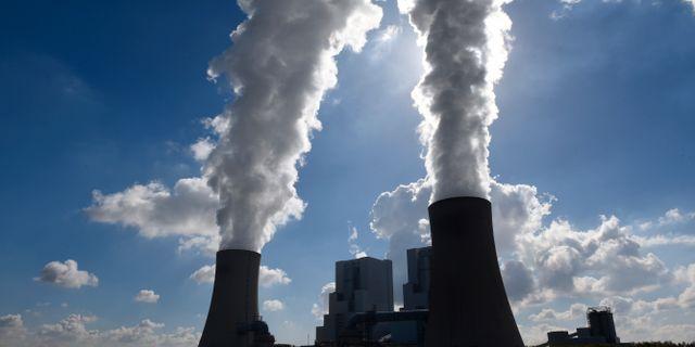 Illustrationsbild: Vattenånga från kyltorn vid kolkraftverket Neurath i tyska Grevenbroich.  Horst Ossinger / TT NYHETSBYRÅN