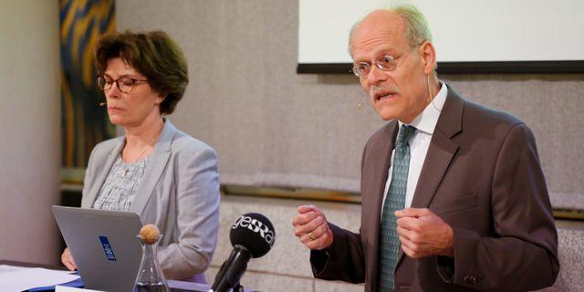 Arkivbild: Riksbankschefen Stefan Ingves (th) presenterar räntebeslut under en pressträff. Christine Olsson/TT / TT NYHETSBYRÅN