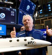 Branson på börsgolvet i New York när Virgin Galactic noterades i oktober 2019. Brendan McDermid / TT NYHETSBYRÅN