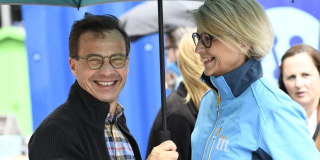 Moderaternas partiledare Ulf Kristersson och ekonomisk-politiske talesperson Elisabeth Svantesson.  Erik Simander/TT / TT NYHETSBYRÅN