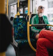 De nya råden uppmanar invånarna att undvika kollektivtrafiken. TT