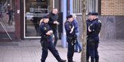 Polisinsats vid Katrinelundsgymnasiet. Skolan har utrymts efter att en elev framfört hot mot skolan under fredagen.  Björn Larsson Rosvall/TT / TT NYHETSBYRÅN
