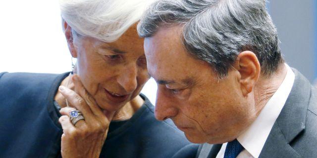 Arkivbild: ECB-chefen Mario Draghi tillsammans med efterträdaren Christine Lagarde.  Francois Lenoir / TT NYHETSBYRÅN