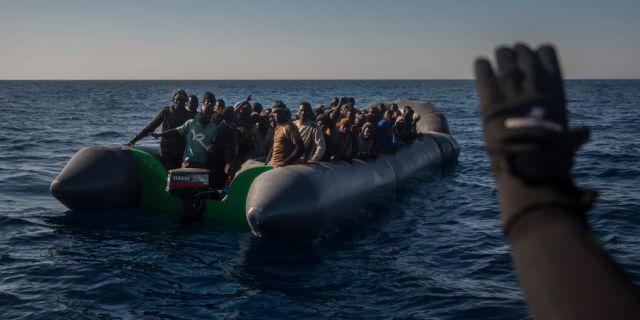 Båt med flyktingar utanför Syriens kust i mars 217. Illustrationsbild.  Santi Palacios / TT NYHETSBYRÅN