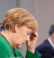 Arkivbild: Angela Merkel, i bakgrunden Markus Söder Michael Kappeler / TT NYHETSBYRÅN