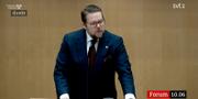 Centerpartiets Johan Hedin när han presenterade förslaget. SVT