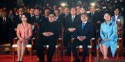 Sydkoreas president Moon Jai-in med hustrun Kim Jung-sook, samt Nordkoreas ledare Kim Jong-Un med hustrun Ri Sol Ju. TT / NTB Scanpix