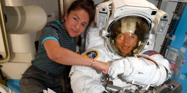 Astronauterna Christina Koch och Jessica Meir. TT NYHETSBYRÅN