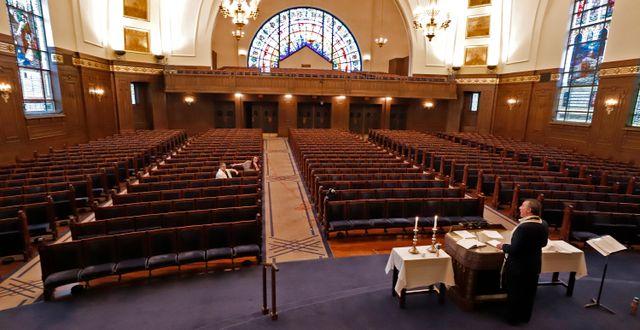 Gudstjänst i en synagoga i delstaten Pennsylvania i slutet av mars. Gene J. Puskar / TT NYHETSBYRÅN