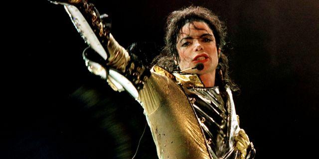 Michael Jackson under en konsert i Wien, 1997.  Leonhard Foeger / TT NYHETSBYRÅN